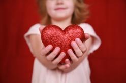 heart_in_girls_hands